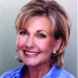 Kathy Peel Headshot