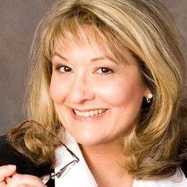 Rebecca Nagy Headshot