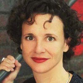 Elizabeth Pisani Headshot